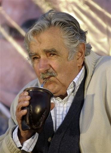 Jose-Mujica-bebiendo-mate